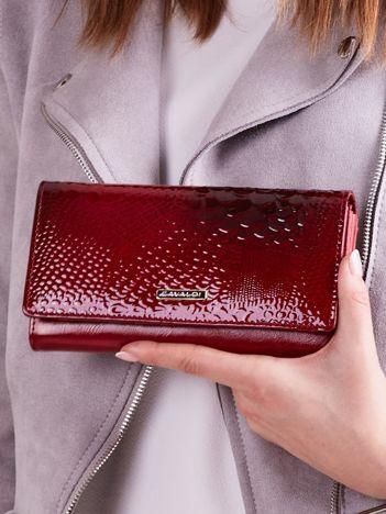 Czerwony lakierowany damski portfel ze skóry