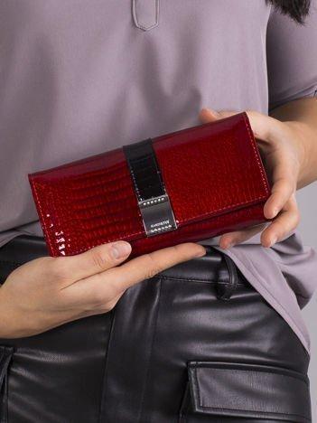 Czerwony lakierowany portfel ze skóry z kryształkami