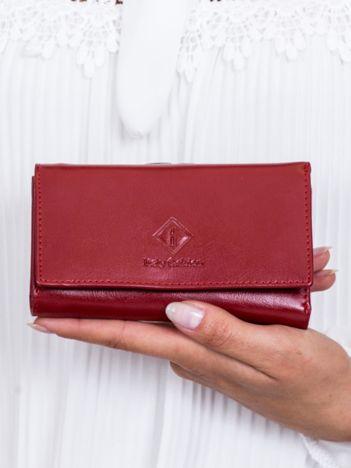 Czerwony portfel damski z zapięciem na bigiel
