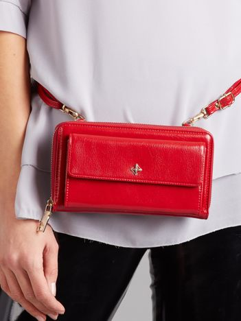 Czerwony portfel-nerka z dopinanym paskiem