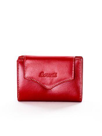 Czerwony portfel skórzany z klapką