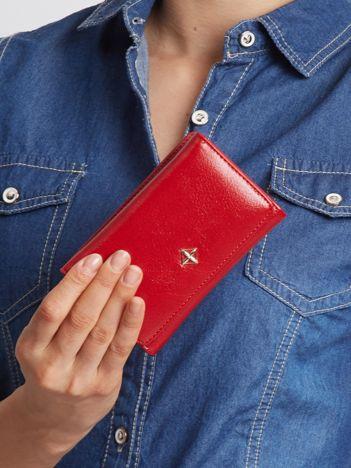 Czerwony portfel z ekoskóry