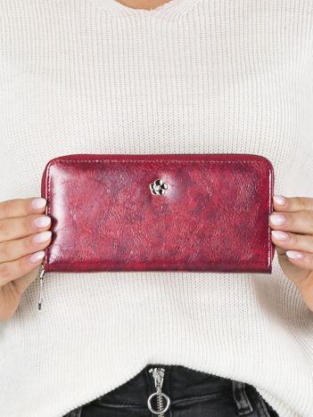 Czerwony poziomy skórzany portfel