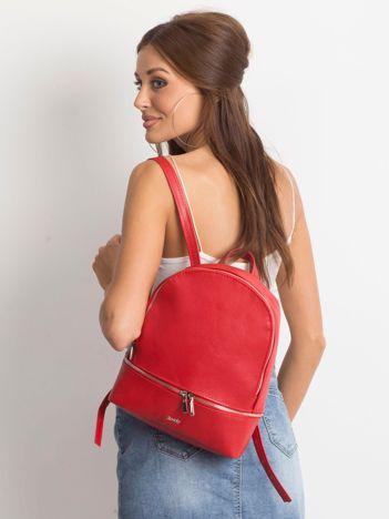 Czerwony skórzany plecak