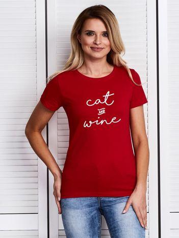 Czerwony t-shirt damski z nadrukiem CAT AND WINE