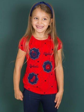 Czerwony t-shirt dla dziewczynki z naszywkami