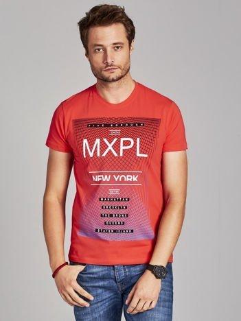 Czerwony t-shirt męski z nadrukiem w miejskim stylu