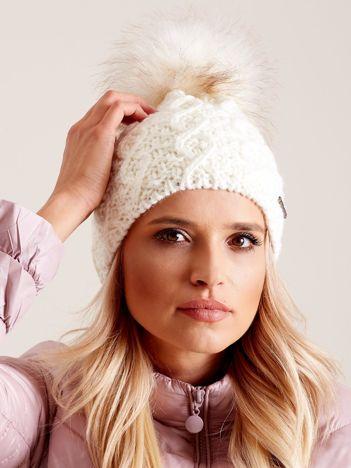 Damska czapka na zimę ecru