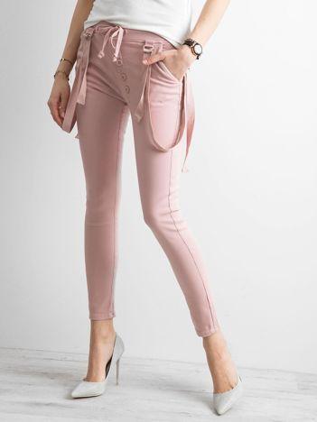 Damskie spodnie jeansowe różowe