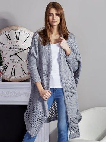 Długi ażurowany sweter szary