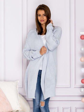 Długi sweter bez zapięcia z kieszeniami jasnoniebieski