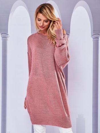 Długi sweter nietoperz z dekoltem w łódkę różowy