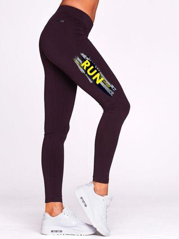 Długie legginsy fitness z kontrastowym napisem ciemnofioletowe