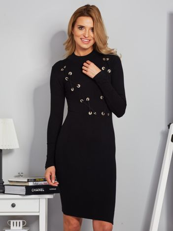 Dopasowana sukienka z dekoltem lace up czarna