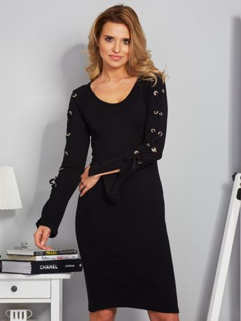 Dopasowana sukienka z rękawami lace up czarna
