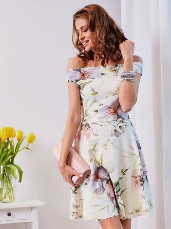 Ecru sukienka w malarskie kwiatowe desenie