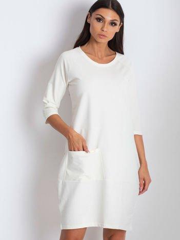 Ecru sukienka z kieszenią
