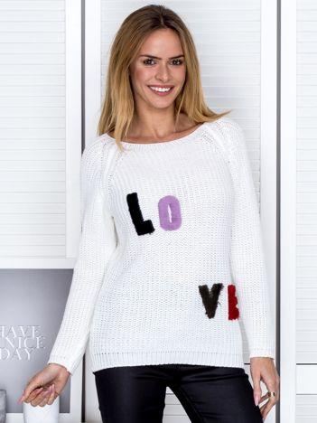 Ecru sweter z naszywką liter