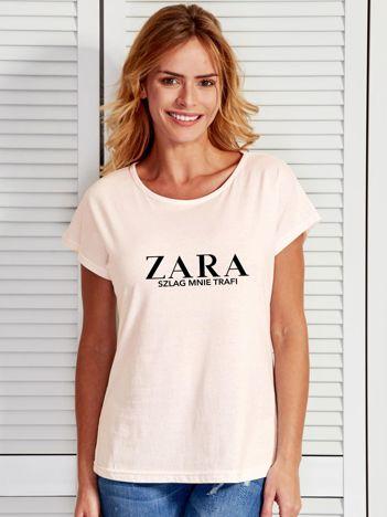 Ecru t-shirt z napisem ZARA SZLAG MNIE TRAFI