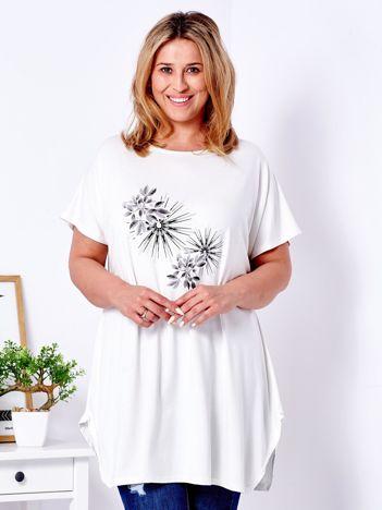 Ecru t-shirt  z roślinnym printem PLUS SIZE