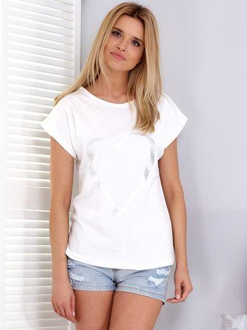 Ecru t-shirt z srebrnym sercem