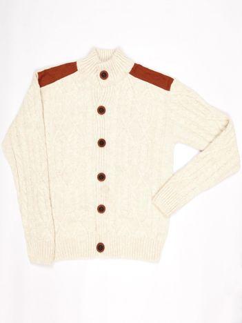 Ecru zapinany sweter dla chłopca w warkocze