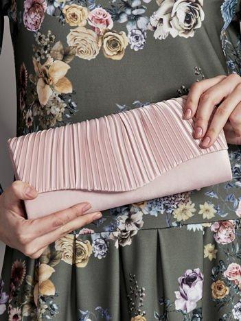 Elegancka kopertówka z ozdobnym plisowaniem różowa