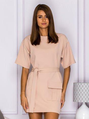 Elegancka sukienka z paskiem jasnobeżowa