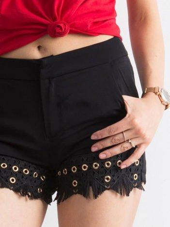 Eleganckie czarne szorty z kieszeniami