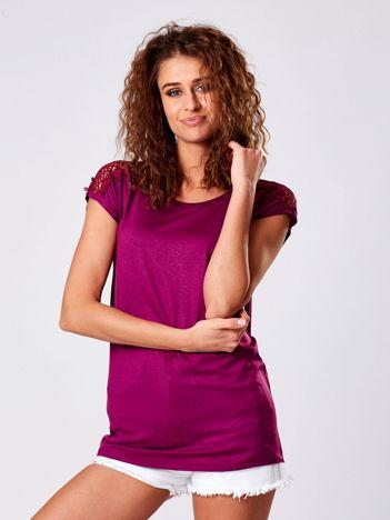 Fioletowa bluzka z koronkową wstawką na rękawach