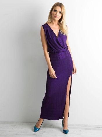 Fioletowa sukienka maxi z rozcięciem