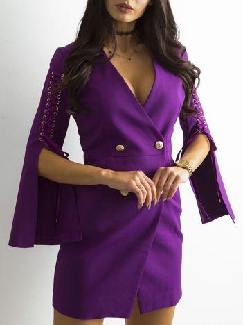 Fioletowa sukienka z rozcięciami