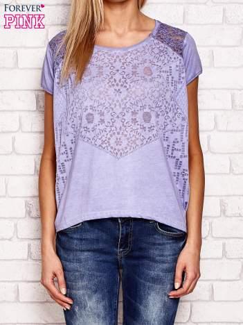 Fioletowy ażurowy t-shirt z koronką