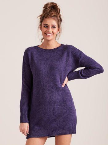 Fioletowy długi dzianinowy sweter