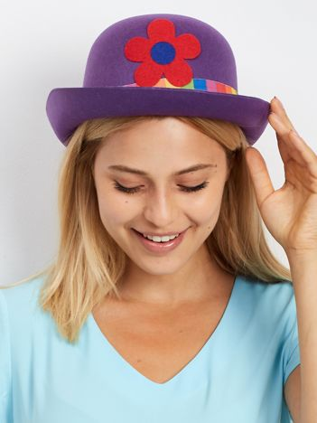 Fioletowy kapelusz klauna