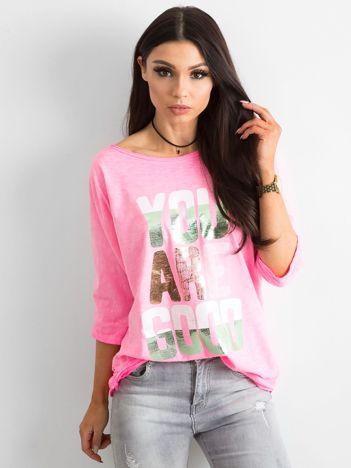 Fluo różowa bluzka z kolorowym napisem