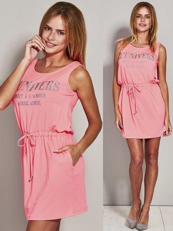 Fluo różowa sukienka z troczkami