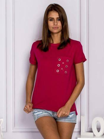 Fuksjowy t-shirt z ażurową kieszenią