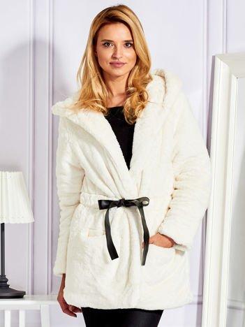 Futrzany krótki płaszcz z paskiem ecru