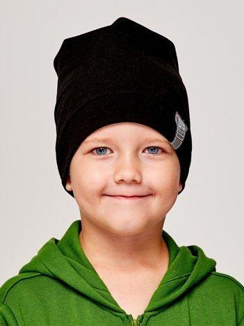 Gładka czapka chłopięca z przyszywką liczby 95 czarna