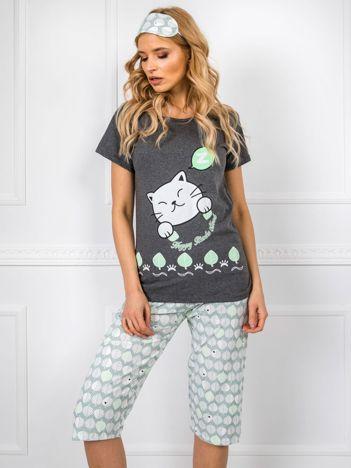 Grafitowo-zielona piżama we wzory