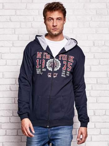 Granatowa bluza męska z nowojorskimi motywami