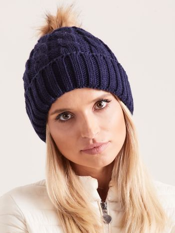 Granatowa czapka damska z pomponem