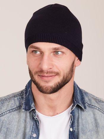 Granatowa czapka męska ze ściągaczem