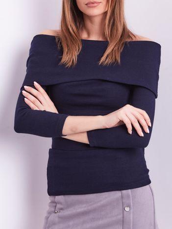 Granatowa dopasowana bluzka w prążek z odkrytymi ramionami