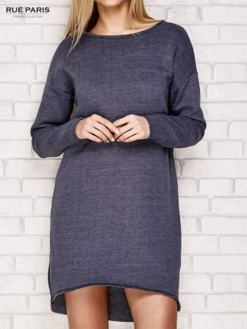 Granatowa dresowa sukienka z luźnymi rękawami