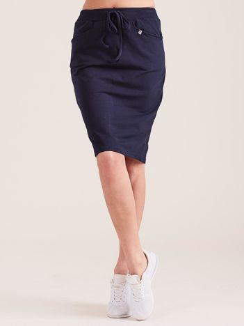 Granatowa ołówkowa spódnica dresowa z kieszeniami