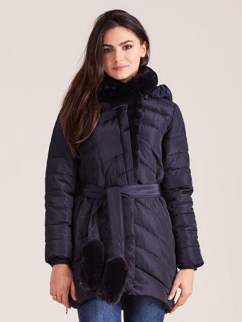 Granatowa pikowana kurtka zimowa z futerkiem