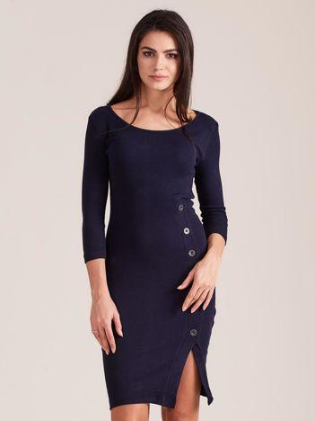 Granatowa prążkowana sukienka z rozcięciem