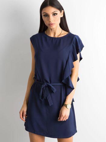 Granatowa sukienka z falbanami i wiązaniem